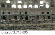 Купить «Люди в Колизее в Риме, таймлапс», видеоролик № 3713095, снято 29 октября 2010 г. (c) Losevsky Pavel / Фотобанк Лори