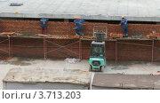 Купить «Рабочие на строительной площадке зимой, таймлапс», видеоролик № 3713203, снято 23 сентября 2010 г. (c) Losevsky Pavel / Фотобанк Лори