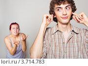 Купить «Ссора. Сердитая женщина кричит на своего мужа, который затыкает уши и улыбается», фото № 3714783, снято 12 июля 2012 г. (c) Артем Фурман / Фотобанк Лори