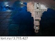 Купить «Отражение ратуши в луже, Каунас, Литва», фото № 3715427, снято 3 января 2012 г. (c) Константин Ёлшин / Фотобанк Лори
