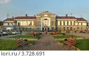 Железнодорожный вокзал, город Ангарск, Иркутская область (2012 год). Редакционное фото, фотограф Виталий Штырц / Фотобанк Лори