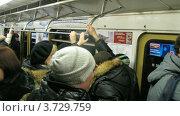 Купить «Пассажиры путешествуют в поезде метро», видеоролик № 3729759, снято 18 марта 2011 г. (c) Losevsky Pavel / Фотобанк Лори