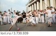 Купить «Уличные танцоры», видеоролик № 3730939, снято 14 марта 2011 г. (c) Losevsky Pavel / Фотобанк Лори