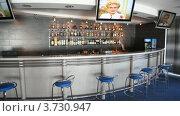 Купить «Пустой бар с ТВ», видеоролик № 3730947, снято 9 апреля 2011 г. (c) Losevsky Pavel / Фотобанк Лори