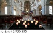 Купить «Интерьер католического собора Святой Луизы в Париже», видеоролик № 3730995, снято 13 февраля 2011 г. (c) Losevsky Pavel / Фотобанк Лори