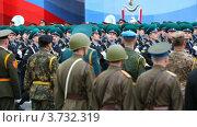 Купить «Колонна военных марширует по Красной площади», видеоролик № 3732319, снято 4 марта 2011 г. (c) Losevsky Pavel / Фотобанк Лори