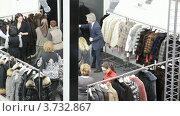 Купить «Люди в выставочном зале Collection Premiere в Экспо-центре», видеоролик № 3732867, снято 23 декабря 2010 г. (c) Losevsky Pavel / Фотобанк Лори