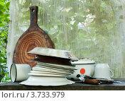 Купить «Старая посуда у кухонного окна», эксклюзивное фото № 3733979, снято 3 августа 2011 г. (c) Короленко Елена / Фотобанк Лори