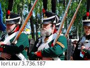 Купить «Солдаты времен 1812 г, реконструкция», фото № 3736187, снято 27 мая 2012 г. (c) Сергей Великанов / Фотобанк Лори