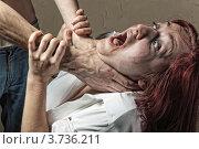 Купить «Жертвы домашнего насилия. Муж душит жену», фото № 3736211, снято 5 июля 2012 г. (c) Артем Фурман / Фотобанк Лори