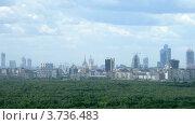 Купить «Центр Москвы в пасмурный летний день, таймлапс», видеоролик № 3736483, снято 6 июля 2011 г. (c) Losevsky Pavel / Фотобанк Лори