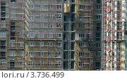 Купить «Лифты поднимаются с наружной стороны строящихся домов», видеоролик № 3736499, снято 6 июля 2011 г. (c) Losevsky Pavel / Фотобанк Лори