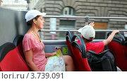 Купить «Мама и сын едут на автобусе по Риму», видеоролик № 3739091, снято 13 июля 2011 г. (c) Losevsky Pavel / Фотобанк Лори