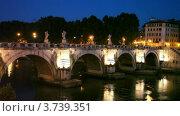 Купить «Люди идут поздним вечером по мосту Sant Angelo в Италии», видеоролик № 3739351, снято 7 июля 2011 г. (c) Losevsky Pavel / Фотобанк Лори