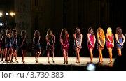 Купить «Участницы конкурса Мисс Рим 2010 на подиуме в вечерних платьях», видеоролик № 3739383, снято 7 июля 2011 г. (c) Losevsky Pavel / Фотобанк Лори