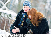 Влюбленная пара в зимнем лесу. Стоковое фото, фотограф Анна Лисовская / Фотобанк Лори