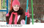 Купить «Молодая женщина качается на качелях на детской площадке», видеоролик № 3739627, снято 30 апреля 2011 г. (c) Losevsky Pavel / Фотобанк Лори