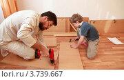 Купить «Отец затягивает винты и советует мальчику работать молотком», видеоролик № 3739667, снято 5 июня 2011 г. (c) Losevsky Pavel / Фотобанк Лори