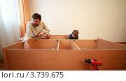 Купить «Папа и сын собирают шкаф», видеоролик № 3739675, снято 5 июня 2011 г. (c) Losevsky Pavel / Фотобанк Лори