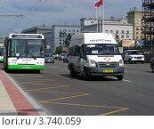 Купить «Транспорт едет по Кутузовскому проспекту. Москва», эксклюзивное фото № 3740059, снято 4 июля 2012 г. (c) lana1501 / Фотобанк Лори