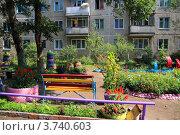 Купить «Двор около жилого дома по улице Ботаническая, 41. Минусинск», фото № 3740603, снято 26 июля 2012 г. (c) Виталий Матонин / Фотобанк Лори