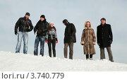 Купить «Группа друзей стоят на сугробе и смеются», видеоролик № 3740779, снято 6 мая 2011 г. (c) Losevsky Pavel / Фотобанк Лори