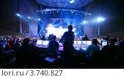 Купить «Зрители смотрят церемонию награждения Big Digit - 2011», видеоролик № 3740827, снято 24 июня 2011 г. (c) Losevsky Pavel / Фотобанк Лори