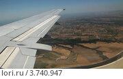 Купить «Вид из окна самолета на крыло и землю», видеоролик № 3740947, снято 19 мая 2006 г. (c) Losevsky Pavel / Фотобанк Лори