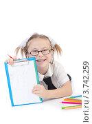 Купить «Веселая девочка показывает свои рисунки», фото № 3742259, снято 19 мая 2012 г. (c) Elnur / Фотобанк Лори