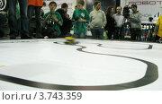 Купить «Дети смотрят на роботов на выставке ROBOFEST-2011», видеоролик № 3743359, снято 2 июня 2011 г. (c) Losevsky Pavel / Фотобанк Лори
