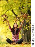 Купить «Девушка подбрасывает вверх осенние листья», фото № 3745851, снято 8 октября 2010 г. (c) Иван Михайлов / Фотобанк Лори