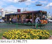 Купить «Транспорт едет по Щелковскому шоссе в районе автовокзала. Москва», эксклюзивное фото № 3746771, снято 9 августа 2012 г. (c) lana1501 / Фотобанк Лори