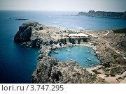 Вид на бухту в городе Линдос,остров Родос,Греция (2012 год). Стоковое фото, фотограф Elena Guseva / Фотобанк Лори