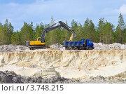 Купить «Погрузка песка в карьере», фото № 3748215, снято 14 августа 2012 г. (c) Икан Леонид / Фотобанк Лори