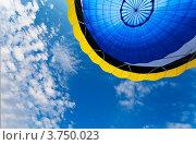 Купить «В небо на шаре», фото № 3750023, снято 11 августа 2012 г. (c) Виктория Катьянова / Фотобанк Лори