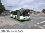 Купить «Москва. Автобус ЛиАЗ-5292 следует по маршрут № 4 по Шмитовскому проезду», эксклюзивное фото № 3753575, снято 11 августа 2012 г. (c) Дмитрий Абушкин / Фотобанк Лори