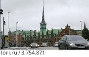 Купить «Движение автомобилей у Копенгагенской фондовой биржи, таймлапс», видеоролик № 3754871, снято 19 августа 2011 г. (c) Losevsky Pavel / Фотобанк Лори