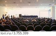 Купить «Люди в зале для проведения презентаций слушают доклад», видеоролик № 3755399, снято 6 ноября 2011 г. (c) Losevsky Pavel / Фотобанк Лори