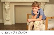 Купить «Маленький мальчик сидит в студии фотографа», видеоролик № 3755407, снято 24 августа 2011 г. (c) Losevsky Pavel / Фотобанк Лори
