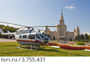 Купить «Москва, вертолёт МЧС на посадке у здания МГУ на Воробьёвых горах», фото № 3755431, снято 9 августа 2012 г. (c) ИВА Афонская / Фотобанк Лори