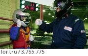 Купить «Мальчик и тренер в гоночных шлемах», видеоролик № 3755775, снято 10 сентября 2011 г. (c) Losevsky Pavel / Фотобанк Лори