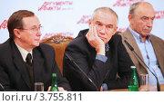Купить «Три актера Бурляев, Гармаш и Гафт сидят за столом в пресс резиденции», видеоролик № 3755811, снято 11 ноября 2011 г. (c) Losevsky Pavel / Фотобанк Лори