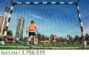 Купить «Мужчины играют футбол», видеоролик № 3756515, снято 22 ноября 2011 г. (c) Losevsky Pavel / Фотобанк Лори