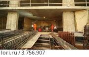Купить «Сварочные работы на строительной площадке», видеоролик № 3756907, снято 26 августа 2011 г. (c) Losevsky Pavel / Фотобанк Лори