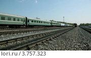 Купить «Поезд едет по железнодорожным путям», видеоролик № 3757323, снято 13 декабря 2011 г. (c) Losevsky Pavel / Фотобанк Лори