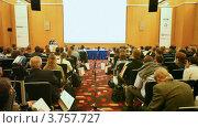 Купить «Джонатан Росс выступает перед аудиторией», видеоролик № 3757727, снято 31 октября 2011 г. (c) Losevsky Pavel / Фотобанк Лори