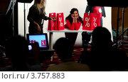 Купить «Модель сидит за столом среди пакетов со знаком процента в съемочной студии», видеоролик № 3757883, снято 10 ноября 2011 г. (c) Losevsky Pavel / Фотобанк Лори