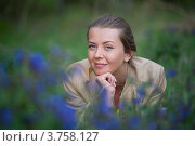 Портрет девушки в полевых цветах. Стоковое фото, фотограф Михеев Павел / Фотобанк Лори