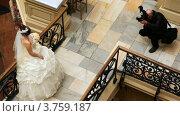Купить «Фотограф фотографирует невесту», видеоролик № 3759187, снято 1 сентября 2011 г. (c) Losevsky Pavel / Фотобанк Лори