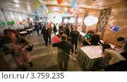 Купить «Люди празднуют в ресторане», видеоролик № 3759235, снято 13 ноября 2011 г. (c) Losevsky Pavel / Фотобанк Лори
